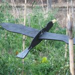 Φτιάχνω Πρωτότυπο Σκιάχτρο σε Σχήμα Πουλιού που Προστατεύει τα Κηπευτικά