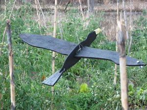 σκιάχτρο σε σχήμα πουλιού