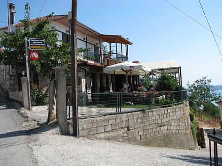 Το καφενείο/μεζεδοπωλείο Προσήλιο, στο Νεοχώρι της Λίμνης Πλαστήρα