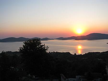 Ανατολή στη λίμνη Πλαστήρα από το μπαλκόνι του Ανθέμιου