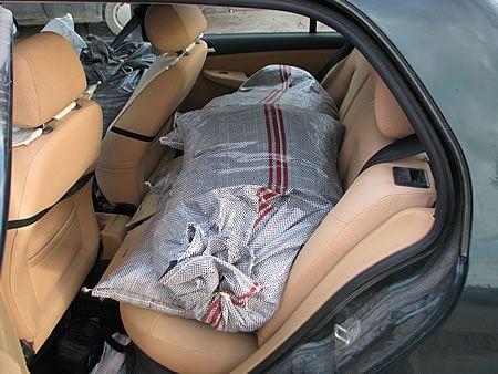 φόρτωμα αυτοκινήτου με ελιές 1