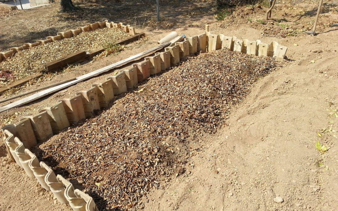 Υπερυψωμένο Παρτέρι με Κεραμίδια. Μία Εναλλακτική Πρόταση για Πλούσιο Χώμα