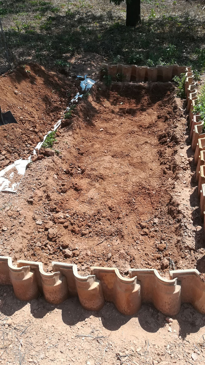 Αφαίρεσα χώμα σε βάθος 20 με 25 εκατοστά