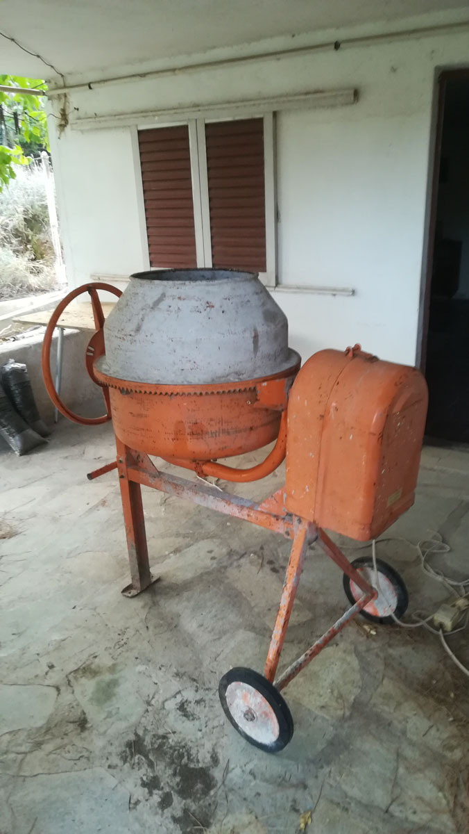 Η παλιά ηλεκτρική πορτοκαλί μπετονιέρα δουλεύει ξανά!